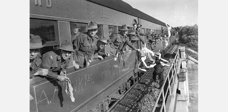 soldiers-on-train1